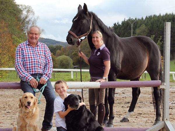 Familie Karduck - Sandra und Johannes Karduck, Sohn Marlon und Hofhunde Deeny und Obelix